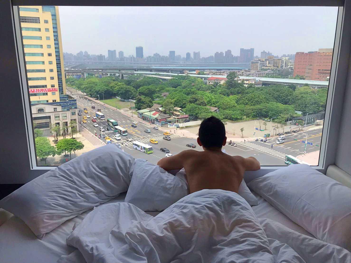 台北.西門町|大片落地窗拍美照 科技感十足的citizenM世民酒店